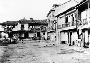 22.sabugo. FOTO ANTIGUA oye. 1623 CALLES 300x211 La plaza del Carbayo