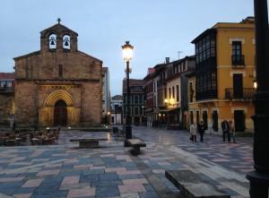 22.plazas. sabugo atardecer 300x221 Las plazas medievales del casco histórico de Avilés