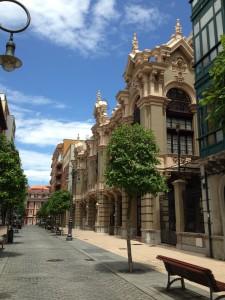 22.calles.calle palacio valdes.IMG 82812 225x300 Ensaladas onomásticas en algunas calles de Avilés